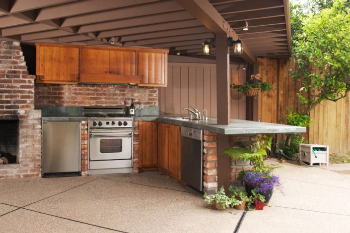 Outdoor Kitchen - Breezy Summer Bashes